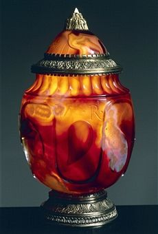 Jar with lid, dark sardonyx and silver-gilt mount, height 14 cm, signed: LAV R MED. Goldsmith art, Italy, 15th century. -Florence, Palazzo Pitti (Pitti Palace) Museo Degli Argenti (Silver Museum).-