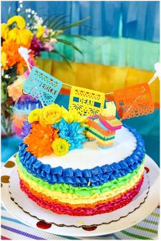 One of the most exciting parts of pregnancy is the baby shower. The first shower was specifically for family and family friends, both on my side of the family … Baby Shower Niño, Baby Shower Cakes, Baby Shower Themes, Mexican Birthday, Mexican Party, Mexican Fiesta Cake, Piniata Cake, Fiesta Theme Party, Taco Party