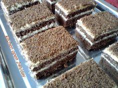 Csokoládés tejszínszelet – édes csábítás gyorsan és egyszerűen - Ez Szuper Cake Bars, Tiramisu, Cooking, Sweet, Ethnic Recipes, Kitchen, Food, Flowers, Kitchens