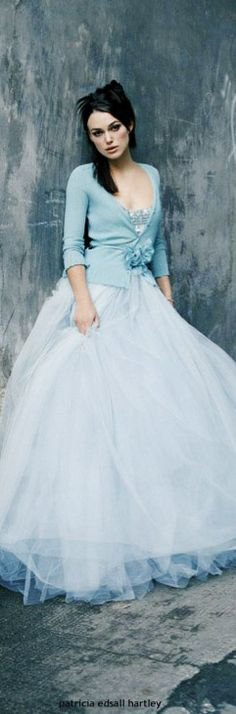 I love t-shirts with long, flouncy skirts and tuxedo jackets with leggings... the mix is so enticing... jαɢlαdy