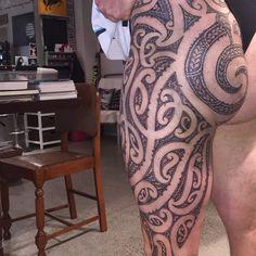 Completed maori thigh and buttock piece Back Tattoos, Love Tattoos, Tribal Tattoos, Tatoos, Maori Tattoos, Scale Tattoo, Maori Designs, Hybrid Design, Maori Art