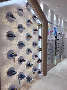 Pin by brano sajtlava on predajna in 2019 Shoe Store Design, Clothing Store Design, Retail Store Design, Showroom Design, Shop Interior Design, Design Shop, Etagere Design, Shoe Wall, Store Window Displays