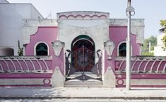 Eccentric houses in Southern Puglia offer a new take on modernity Baroque Architecture, Residential Architecture, Pink Houses, White Houses, Old Country Houses, Online Stories, Italian Home, Book Organization, Trendy Tree