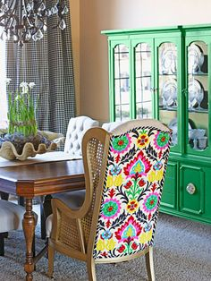 Jennifer Griffin of blog Dimples and Tangles shares a glimpse into her colorful, mix-and-match home.