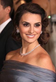 Penelope Cruz Mid-Length Bob  Penelope Cruz wore her hair in lovely soft waves with glamorous side-swept curls at the 84th Annual Academy Awards.