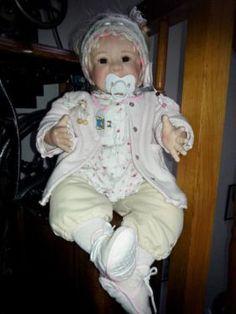 Durch Platzgründen muss ich mich leider von einigen Puppen trennen. Ich biete hier die Manuela von...,Monika Gerdes Sammlerpuppe Manuela in Bayern - Vilshofen an der Donau
