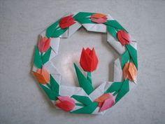 チューリップのリース Origami Wreath, Origami Flowers, Paper Flowers, Diy And Crafts, Crafts For Kids, Arts And Crafts, Paper Crafts, Spring Crafts, Tulips