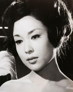 若尾文子 Ayako Wakao Japanese Icon, Model Face, Black And White Portraits, Old Actress, Vintage Pictures, Vintage Photography, Beautiful Actresses, Asian Woman, Beauty Women