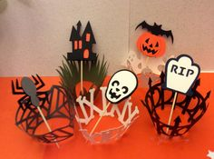 5 haunted wrappers and 5 matching toppers set. Ghosts, haunted house, pumpkins, bones ..great spooky party ! by evescrafts. Explore more products on http://evescrafts.etsy.com
