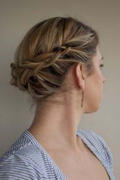 Updo coiffure is kind of glorious for girls with skinny and high quality textured hair. The coiffure Updos For Medium Length Hair, Wedding Hairstyles For Medium Hair, Up Hairstyles, Braided Hairstyles, Braided Updo, Easy Updo, Braided Crown, Formal Hairstyles, Crown Braids