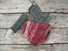 Gibson crosscut with border for Glock 19, 23, or 32.  Premium Hermann Oak leather, Saltillo color with white stitching.
