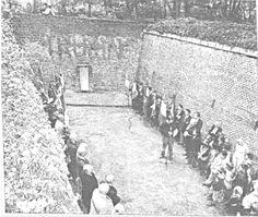 La plaque sur l'un des murs des fossés de la Citadelle