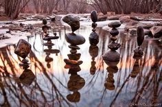 Michael Grab, an artist from Boulder, Colorado, has a daily meditative practice in which he balances seemingly-impossible rock formations to create exquisite pieces. #environmentalart #arttherapy #environmentalartherapy
