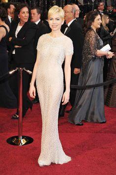 Diese Abendkleider hätten bei der Oscar-Verleihung 2017 ihren eigenen Award verdient: Jennifer Lawrence in Dior, Angelina Jolie, Anne Hathaway und mehr.