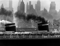 S.S. United States sailing in New York harbor © Andreas Feininger / Time Life