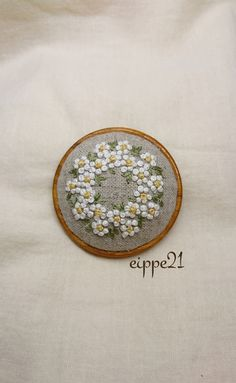 Flower Embroidery Designs, Embroidery Techniques, Sewing Stores, Textile Art, Hand Stitching, Cross Stitch Patterns, Needlework, Illustration Art, Knitting