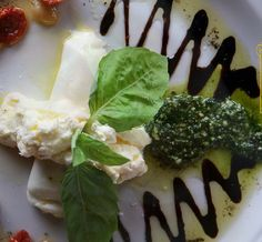 Thanks for the photo! RT: @LocalSugarSA Happy #NationalCheeseDay! The #burrata bar @DoughPizzeria is a great place to celebrate! pic.twitter.com/pyQFGM6bXb