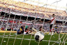 """Con la victoria 1-0 en el Monumental, por un gol de Emmanuel Gigliotti que será recordado por muchos años, el """"Xeneize"""" extendió la ventaja en el historial de Primera División: 70 victorias propias contra 62 del """"Millonario"""""""