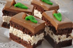 Prajitura cu alune si ciocolata Romanian Desserts, Romanian Food, Cake Recipes, Dessert Recipes, Sweet Tarts, Pastry Cake, Something Sweet, Ice Cream Recipes, Chocolate Desserts
