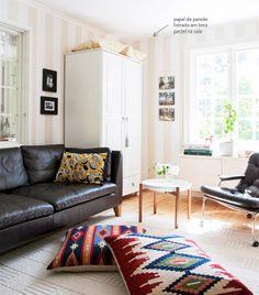 Paredes incríveis. Confira: http://www.casadevalentina.com.br/blog/materia/casa-renovada-paredes-incr-veis.html  #decor #decoracao #interior #design #wall #modern #parede #moderna #living #sala #casadevalentina