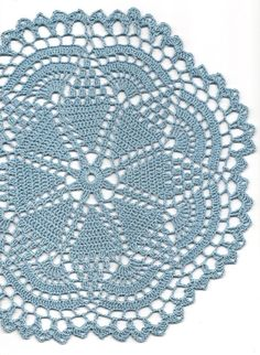 Doily placemat, no pattern but photo is big enough for me to create my own diagram