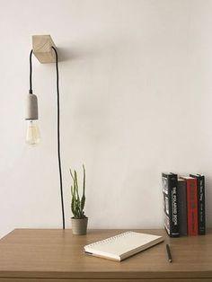Minimale gestaltete und handgefertigte Lampe. Eine perfekte Passform für Ihren Schreibtisch oder in der Nacht Stand. Freuen Sie sich auf eine Kohlenstoff-Glühlampe, die ein weiches, warmes Licht auf Ihren Space bietet. Es ist großartig für einige nette Geste verleihen Ihrem Haus Dekor, ein Gesprächsstarter! Diese Lampe ist vielseitig, es kann funktionieren, als Nachttisch Licht, Brennpunkt auf einer speziellen Wand oder der leichte Anbieter auf Ihre Lesung Nook. * Sie können wählen zwischen... Diy Deco Rangement, Shelf Arrangement, Handmade Lamps, Handmade Items, Floating Shelves Diy, Modern Floor Lamps, Modern Wall, Modern Lighting, Wood Lamps