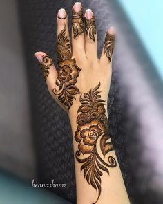 Pretty Krishna Janmashtami Mehndi Designs 2019 : Celebrate the joyous festival of Janmashtami with pretty krishna janmashtami mehndi designs for Henna Hand Designs, Dulhan Mehndi Designs, Mehandi Designs, Mehndi Designs Finger, Khafif Mehndi Design, Latest Henna Designs, Henna Tattoo Designs Simple, Floral Henna Designs, Arabic Henna Designs