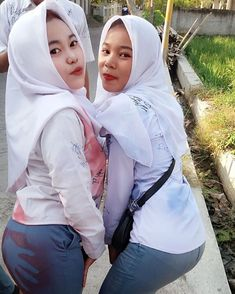 Hijab Teen, Arab Girls Hijab, Girl Hijab, Cute Young Girl, Cute Girls, Cigar Girl, Beautiful Muslim Women, Hijab Chic, Hijab Fashion