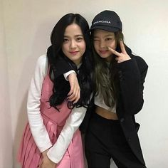 kim jisoo and kim jennie Kpop Girl Groups, Korean Girl Groups, Kpop Girls, Kim Jennie, Korean Boy, South Korean Girls, Korean Idols, Forever Young, Bts And Twice