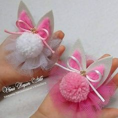 Bunny pompoms for easterBeBella Bowtique bows are the Making Hair Bows, Diy Hair Bows, Diy Bow, Pom Pom Crafts, Felt Crafts, Easter Crafts, Felt Flowers, Fabric Flowers, Diy Hair Accessories
