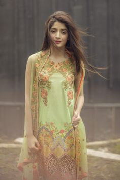 Saadia Asad Garden Of Arches Spring Summer Lawn 2017 Price in Pakistan famous brand online shopping, luxury embroidered suit now in buy online & shipping wide nation..