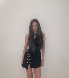 Blackpink Jisoo, Kim Jennie, South Korean Girls, Korean Girl Groups, Lisa Black Pink, Blackpink Photos, Blackpink Fashion, Girl Bands, Kpop Girls
