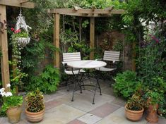 Outdoor-dining-room-decoration-ideas-small-courtyard-designs-gardens-with-pergola-and-designing-planting-trees-or-plants.jpg (760×568)