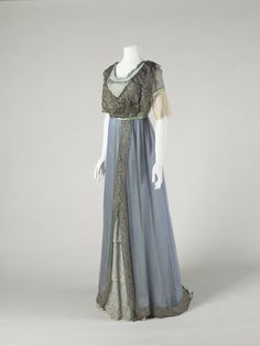 mote-historie:Evening dress with train 1911-1913 National Museums Liverpool