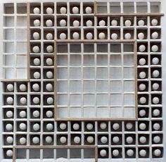 """Fabián Di Luciano. """"Caja de tizas"""" Tizas blancas Industria Argentina, fabricación años 1950. Año 2003."""