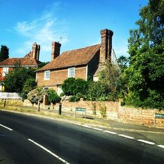 #Kent Edward's on the road today installing in the very #sunny #gardenofengland #bespoke #curtains