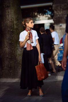 Cómo reinventar cualquier look con un pañuelo- ElleSpain