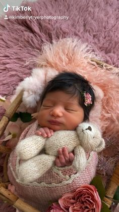 Newborn baby girl pictures photography session behind the scenes studio Baby Girl Pictures, Newborn Pictures, Baby Photos, Family Pictures, Newborn Photography Props, Children Photography, Family Photography, Photography Ideas, Bebe Real