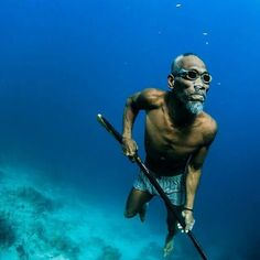 Spearfishing at the age of 80