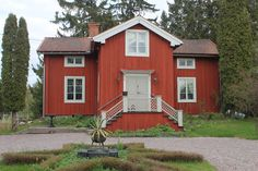Italianpunainen paritupa: Kuisti School Building, Building A House, Sweden House, Red Houses, Learning Centers, Home Fashion, Country Style, Old School, Shed