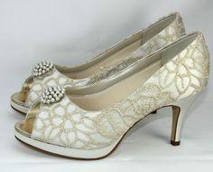 Brautschuhe Rainbow Couture Vere Satin mit Gold Stickere ivory Peeptoe Plateau
