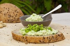Komkommerspread Meat Recipes, Healthy Recipes, Healthy Food, Pesto, Lunches, Mashed Potatoes, Good Food, Veggies, Homemade