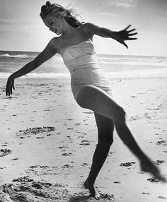 Andre De Dienes - Marilyn Monroe - 1949 (She was actually still Norma Jeane Dougherty at that time) Marylin Monroe, Joven Marilyn Monroe, Fotos Marilyn Monroe, Divas, I Love Cinema, Pin Up, Michelle Williams, Foto Art, Norma Jeane