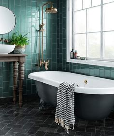 Cute Emerald Green Bathroom Tile Designs Ideas - Fresh Home Ideas Traditional Bathroom, House Bathroom, Luxury Bathroom Tiles, Green Bathroom, Bathroom Interior, Modern Bathroom, Simple Bathroom, Bathroom Plans, Green Tile Bathroom