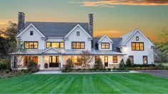 Big Houses Exterior, Exterior House Colors, House Plans Mansion, Dream House Plans, Modern Bathroom Design, Modern House Design, Residential Architecture, Contemporary Architecture, New England Homes