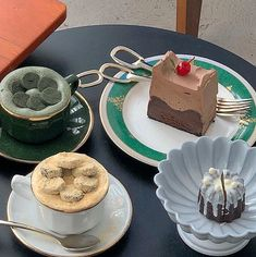 I don't own any of these pictures👍 Ningúna de estas fotos me pertenecen👍 . Dessert Drinks, Dessert Recipes, Desserts, Good Food, Yummy Food, Cafe Food, Aesthetic Food, Sweet Tooth, Sweet Treats