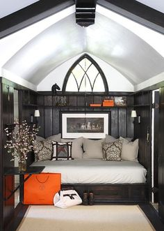 The New Trend - Woman Cave! Lovely little reading nook and great use of space. | Tiny Homes Wainscoting Panels, Black Wainscoting, Wainscoting Nursery, Wainscoting Hallway, Wainscoting Kitchen, Bathroom Beadboard, Wainscoting Height, Wainscoting Ideas, Foyer Design