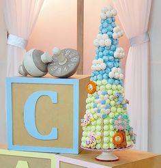 """Priscila Cantinho on Instagram: """"Encerramos o dia com essa linda torre no quarto de brinquedos. Muito obrigada pela participação de vocês na live, no meio da gravação,…"""" Popsicles, Live, Desserts, Instagram, Party Candy, Middle, Cakes, Fiestas, Towers"""