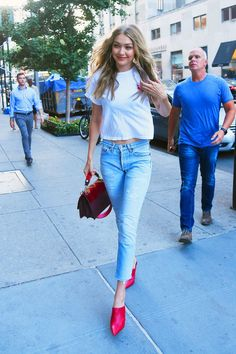 Gigi Hadid Out in New York 08/28/2017. Celebrity Fashion and Style | Street Style | Street Fashion