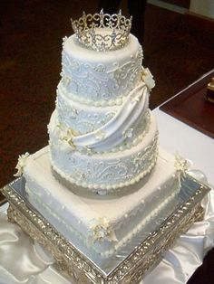 This wedding cake looks so royal and beautiful... By MYCHEFTX on CakeCentral.com